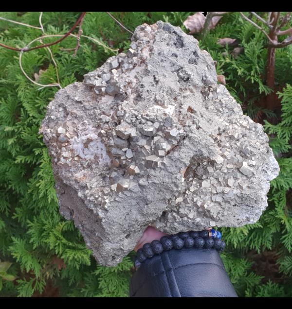 pyrite-mineraux-pierres-naturelles-precieuse-perou-collection-or-lithotherapie-recharger-bien-etre-soin-fer-navajun