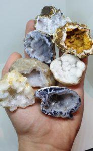 geodes-ouverte-cristal-cristaux-couleur-mineraux-agate-pierre-naturelle-precieuse-acheter