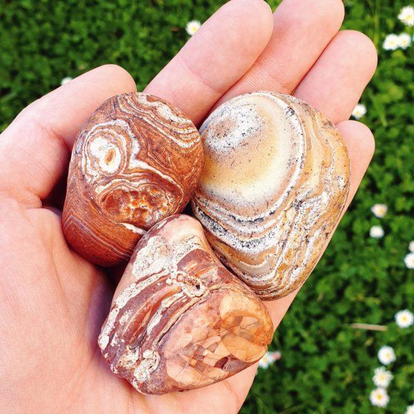 agate-breschia-breche-polie-roulee-mineraux-pierre-precieuse-naturelle-collection-bienfait