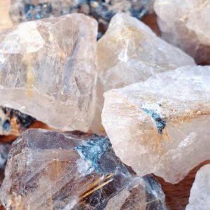 quartz-rutile-inclusion-dore-mineraux-collection-lithotherapie-pierre-naturelle