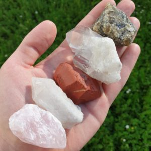 quartz rose-quartz-laiteux-cristal-roche-jaspe-rouge-labradorite-mineraux-lot-pierre-naturelle-lithotherapie-bien-être