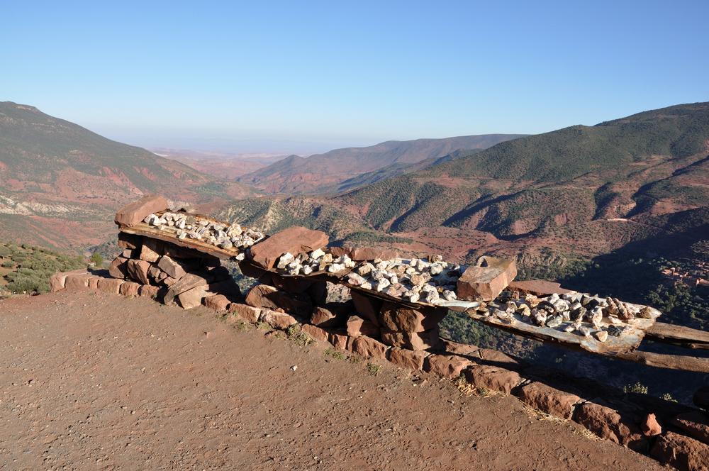 geode-cristal-roche-maroc-haut-atlas-mineraux-quartz